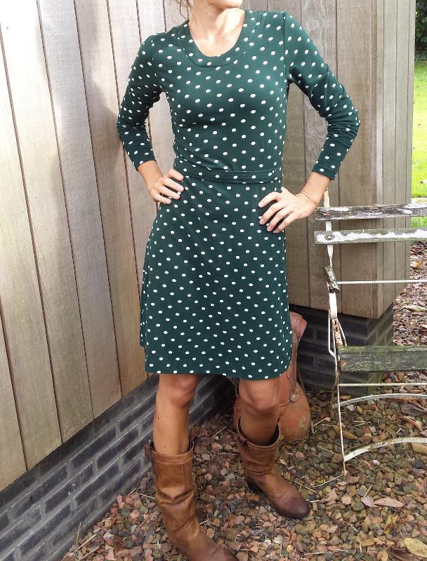 MUDD-&-WATER-jurk-polkadot-groen-model-ik