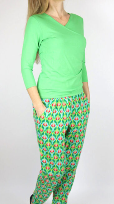 Lalamour-shirt-Wrap-groen-broek-Lotus-groen