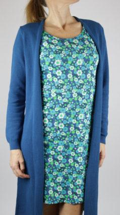 ZILCH-lang-vest-jeans-Cissi-och-Selma-jurk-Asta-aqua-flowers