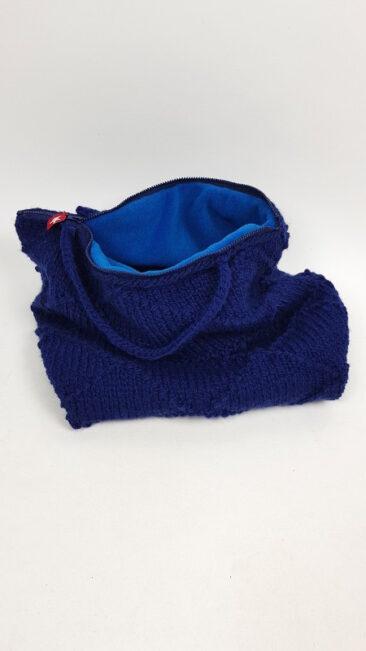 iez-tas-gebreid-gehaakt-groot-blauw-open