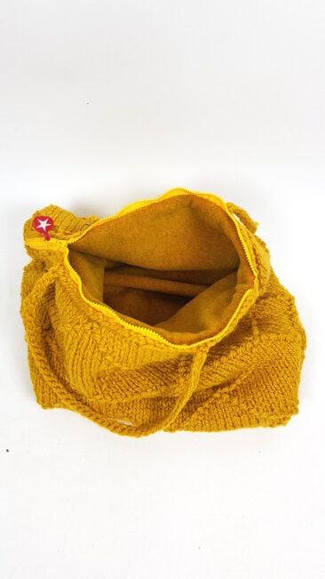 iez-tas-gebreid-gehaakt-groot-geel-open