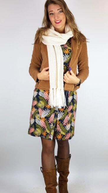 whos-that-girl-jacket-esparanza-camel-mooi-vrolijk-jurk-blouse-flashy-feathers-lily-balou-wollen-sjaal-offwhite