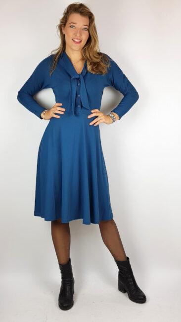 whos-that-girl-jurk-eugenie-blauw